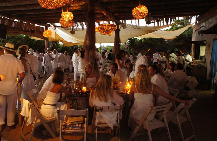 Wedding at Beso Beach Restaurant in Playa de ses Illetes
