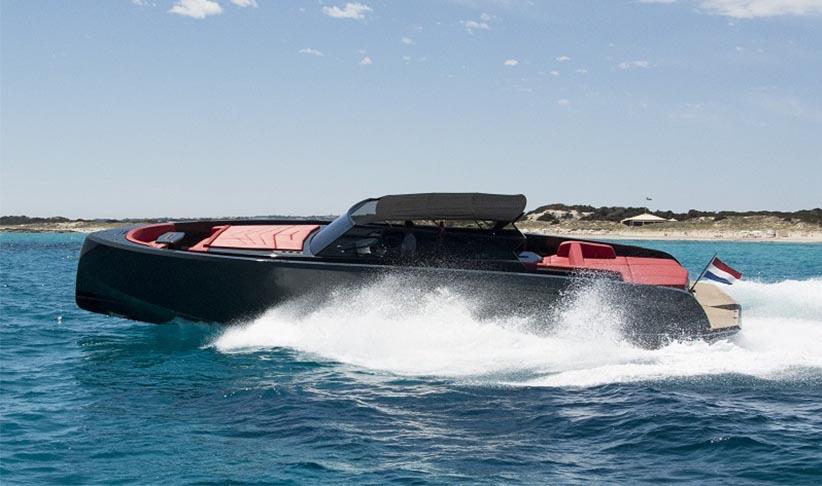 Vanquish 48 Motorboat